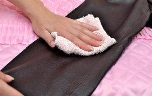 Cách vệ sinh áo da