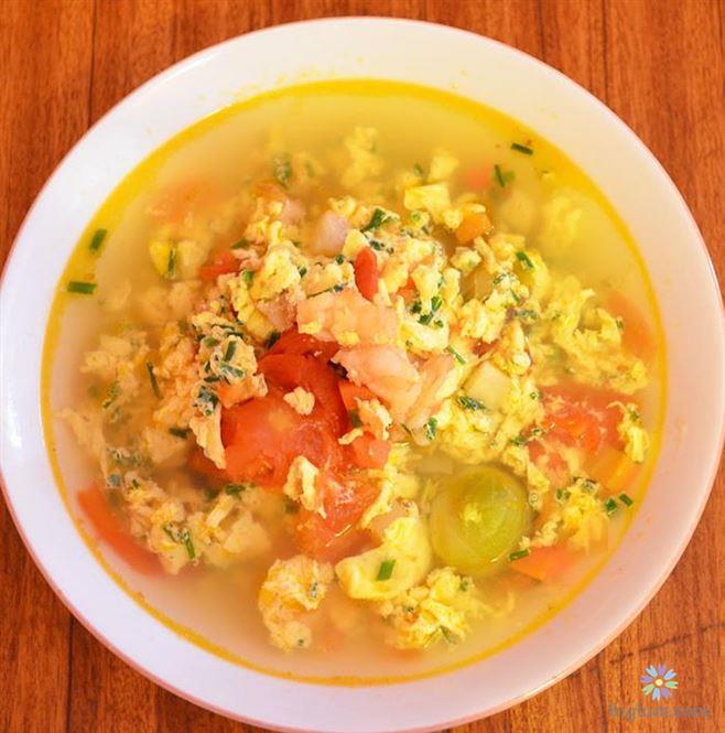 Hoàn thành món canh cà chua trứng - đậu phụ