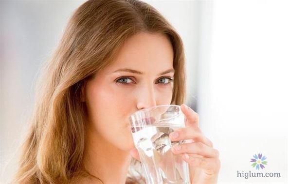 Uống từng ngụm nhỏ nước